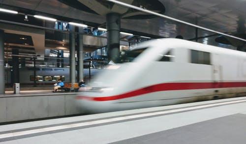 Faire le voyage par train
