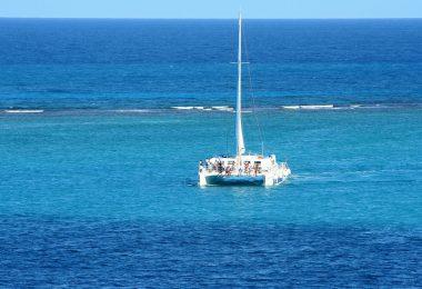 Faire du catamaran