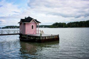 petit cabane sur l'eau