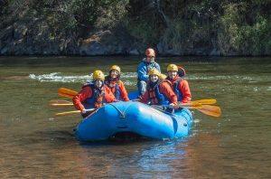 Comment se déroule une activité de rafting sur la rivière Pacuare ?